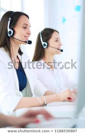 アシスタント · コールセンター · コンピュータ · オフィス · 連絡 - ストックフォト © deandrobot