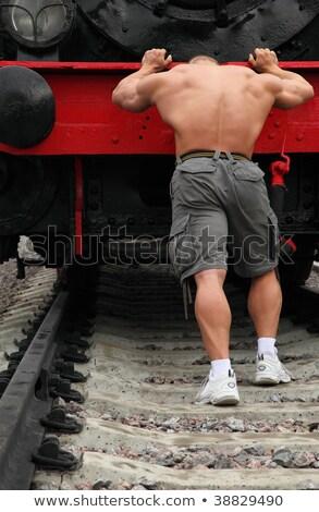 fuerte · sin · camisa · hombre · locomotora · metal · gimnasio - foto stock © Paha_L