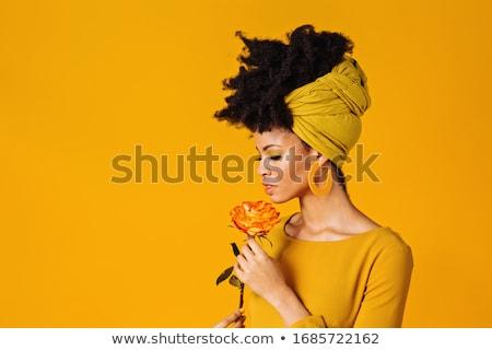 Elegante vrouw naar beneden te kijken grijs jas Stockfoto © filipw