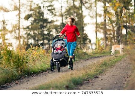 Stockfoto: Lopen · moeder · genieten · moederschap · najaar · kind