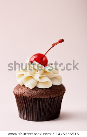chocolat · crème · cerise · isolé · cartoon - photo stock © TasiPas
