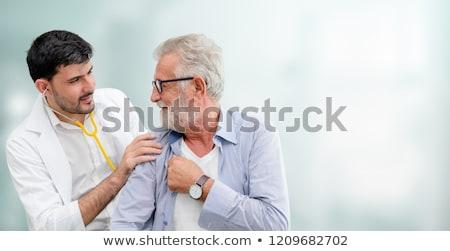 médico · escuchar · latido · del · corazón · feto · jóvenes · estetoscopio - foto stock © elnur