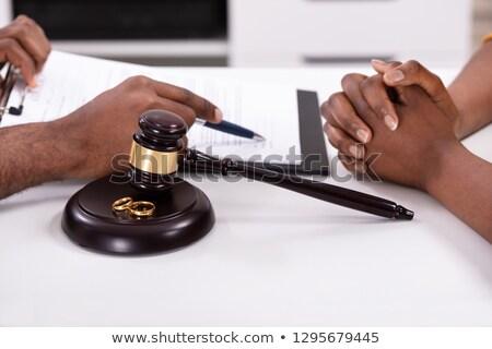boşanma · yargıç · tokmak · altın · halkalar · büro - stok fotoğraf © andreypopov