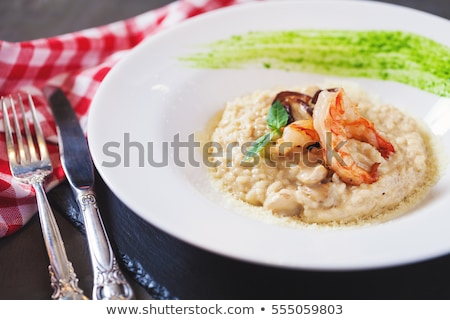 Delicioso cogumelos frutos do mar risotto queijo parmesão Foto stock © karandaev