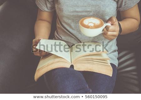 yandan · görünüş · genç · öğrenci · kitap · bakıyor - stok fotoğraf © is2