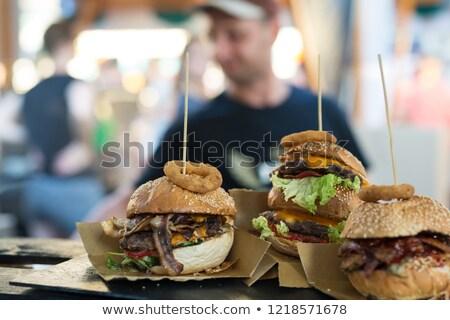 Chef salade plaat fastfood restaurant mensen eten Stockfoto © dolgachov