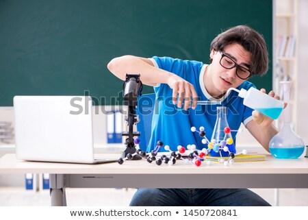 Tudós megvizsgál molekuláris modell nő iskola Stock fotó © IS2