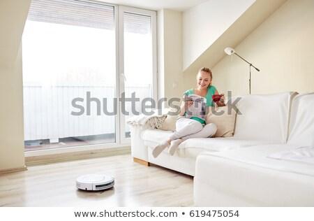 Donna aspirapolvere bere caffè home pulizia Foto d'archivio © dolgachov