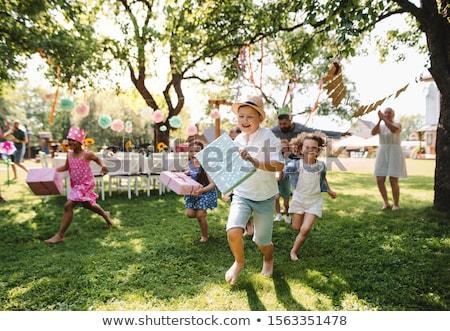Heureux enfants cadeaux fête d'anniversaire été vacances Photo stock © dolgachov