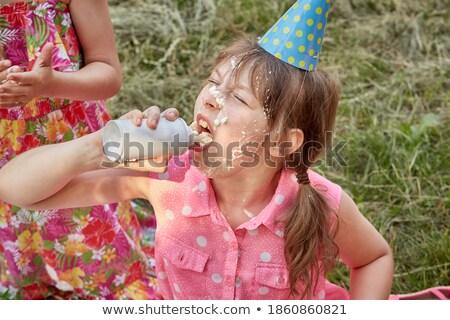 Groupe filles manger crème gâteaux domaine Photo stock © monkey_business