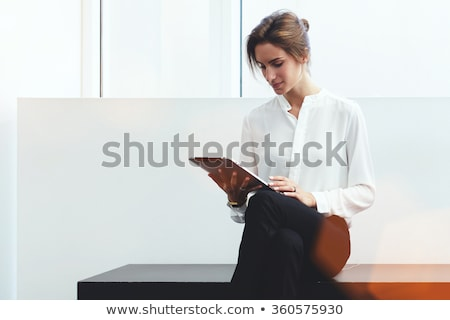 ビジネス女性 読む タブレット 小さな ブロンド 少女 ストックフォト © Dave_pot