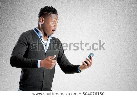 Confundirse jóvenes afro americano hombre teléfono móvil Foto stock © deandrobot