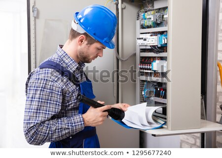 Technicien lampe de poche dossier fichier Photo stock © AndreyPopov