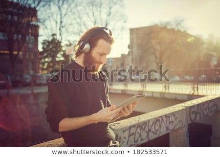 Człowiek słuchanie muzyki miasta parku komórkowych nastolatek Zdjęcia stock © Minervastock