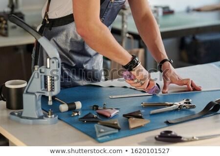 Metal governante cortar borda couro Foto stock © pressmaster