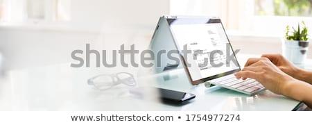 On-line digital computador menina mão Foto stock © AndreyPopov