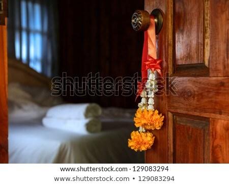 flores · bem-vindo · convidado · quarto · de · hotel - foto stock © luckyraccoon