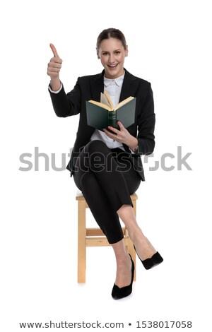 Kobiet zwycięstwo podpisania posiedzenia sprawdzać Zdjęcia stock © feedough