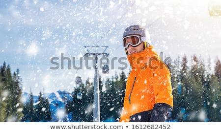 Szczęśliwy mężczyzna narciarz stałego kabel sposób Zdjęcia stock © AndreyPopov