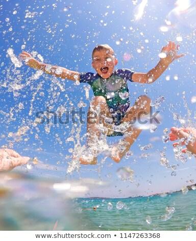 Gyermek víz hullámok ül néz kamera Stock fotó © silent47