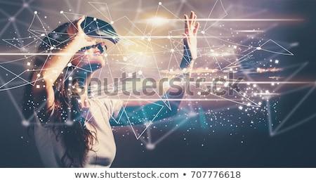 Mooie vrouw virtueel realiteit hoofdtelefoon witte technologie Stockfoto © wavebreak_media