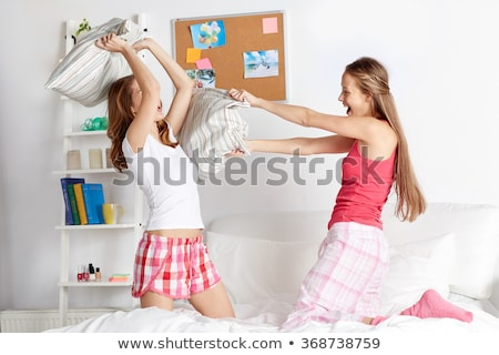 Heureux adolescente amis oreillers maison Photo stock © dolgachov
