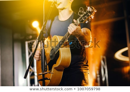 Zanger gitarist vrouw muziek gitaar achtergrond Stockfoto © photography33