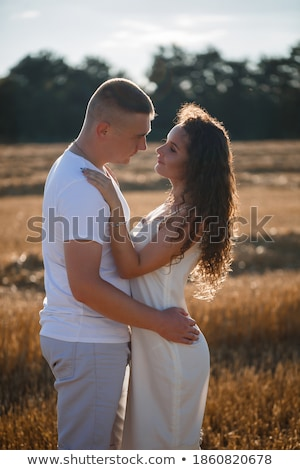 Affectueux séduisant couple foin bale Photo stock © chrascina