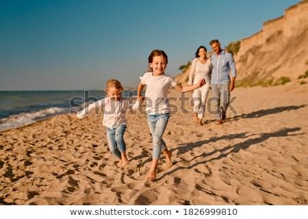 rodziny · cztery · wygaśnięcia · ręce · chmury · para - zdjęcia stock © Paha_L