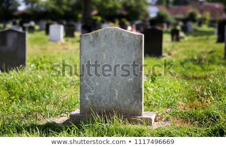 Lápide velho resistiu antigo cemitério grave Foto stock © paulfleet