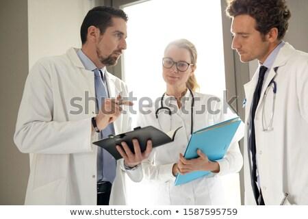 médico · instruções · verde · camisas · vermelho · estetoscópio - foto stock © w20er