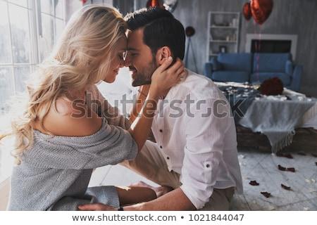 Romantische paar dating home drinken rode wijn Stockfoto © HASLOO