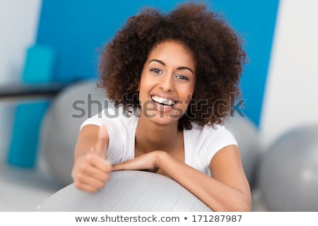 boldog · csinos · sportos · nő · mutat · hüvelykujj - stock fotó © deandrobot