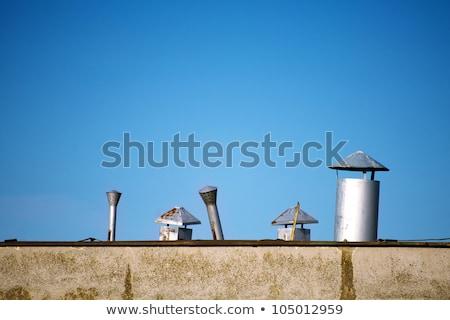 Vieux toit cheminée ciel bleu maison maison Photo stock © njnightsky
