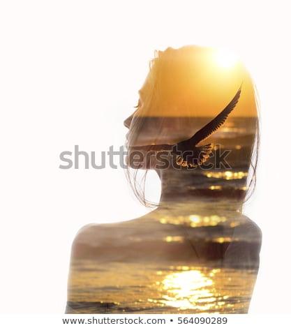 Femme plage doubler exposition potable mer Photo stock © alphaspirit