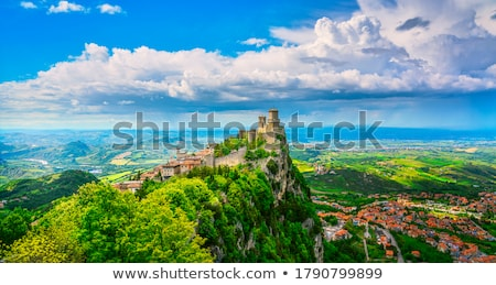 ストックフォト: 崖 · サン·マリノ · 表示 · 空 · 山