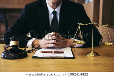 Foto stock: Juez · martillo · justicia · abogados · empresario · traje