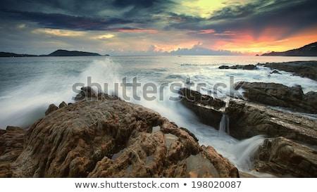 Sunrise Himmel Wellen Absturz Strand Ufer Stock foto © lovleah