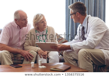 Vrouwelijke arts senior man Stockfoto © wavebreak_media
