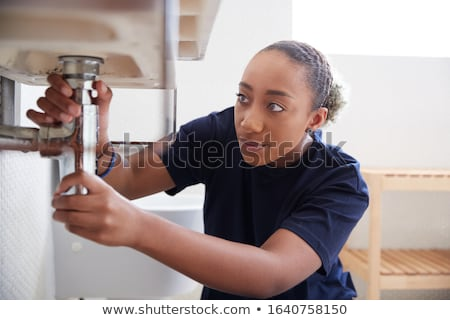 vrouwelijke · bouwvakker · buizen · pijp · sleutel - stockfoto © photography33