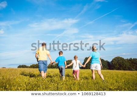 corrida · família · prado · céu · sorrir · grama - foto stock © kzenon