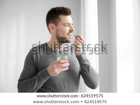 homem · pílulas · casual · fora - foto stock © stevanovicigor