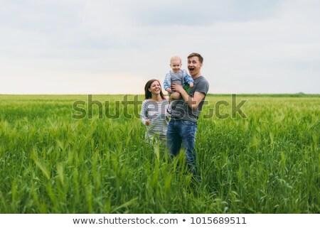 Adam kadın ayakta alan gökyüzü aile Stok fotoğraf © IS2