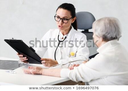 idősebb · beteg · beszél · nővér · visel · kórház - stock fotó © nyul