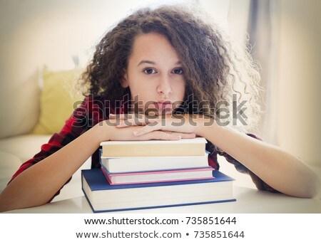 Cabelos cacheados menina adolescente aprendizagem livros retrato mulher Foto stock © boggy