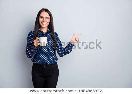 Mujer atractiva producto abierto palma mujer Foto stock © wavebreak_media