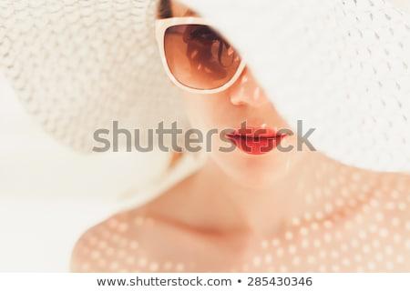 Portret Rood hoed zonnebril mooie Stockfoto © carlodapino