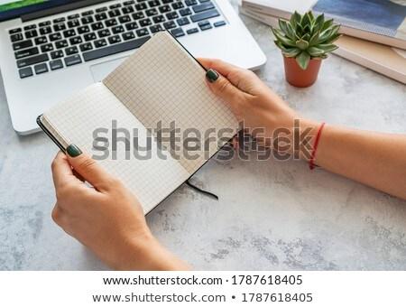 Bloc de notas tableta gafas taza café Foto stock © wavebreak_media