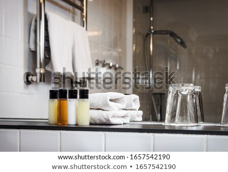 hotel · készlet · fürdő · szappan · sampon · törölközők - stock fotó © galitskaya
