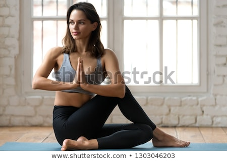 Menina músculo corpo sessão piso Foto stock © ruslanshramko